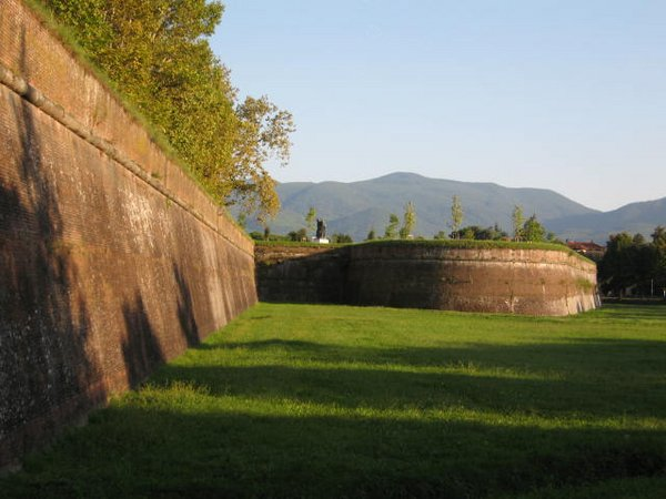 muralla-lucca